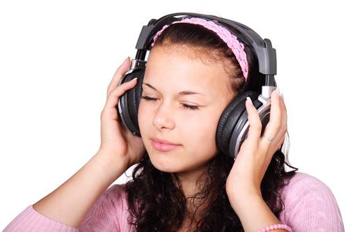 5 cách đơn giản giúp ngăn chặn suy giảm thính lực - 1