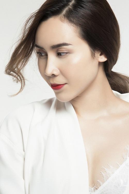 Lưu Hương Giang đẹp ngỡ ngàng sau phẫu thuật thẩm mỹ - 4
