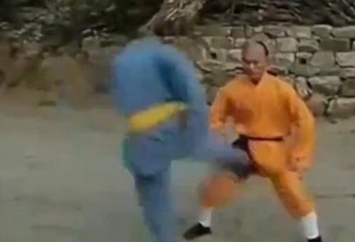 Võ sư Thiếu Lâm: Treo cổ, ăn đòn chỗ hiểm không hề hấn - 1