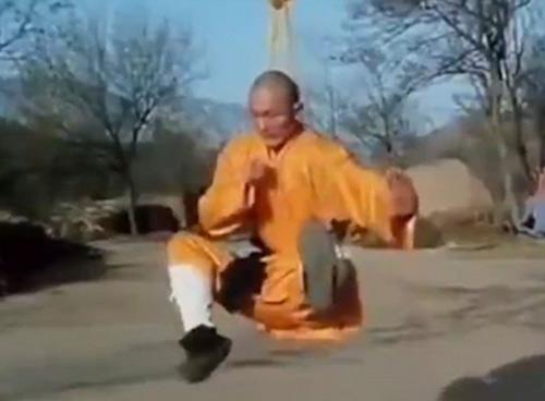 Võ sư Thiếu Lâm: Treo cổ, ăn đòn chỗ hiểm không hề hấn - 3