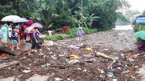 Bình Định: Đã có người chết và mất tích do mưa lũ - 1