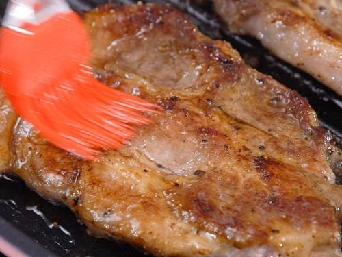 Thịt lợn nướng táo thơm phức, lạ miệng - 7