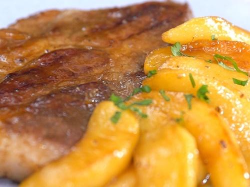 Thịt lợn nướng táo thơm phức, lạ miệng - 9