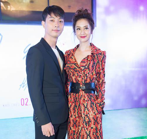 Bối rối ngắm Hương Tràm diện váy xẻ sâu hun hút trên sân khấu - 11