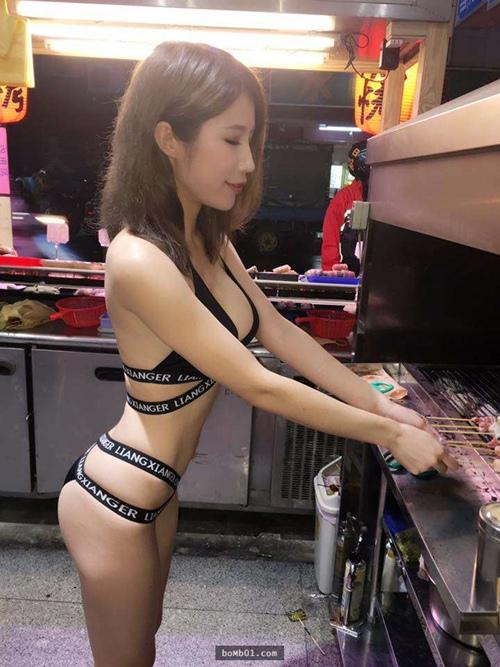 Hot girl bán thịt xiên nướng TQ khiến quán ăn đông khách gấp bội - 2