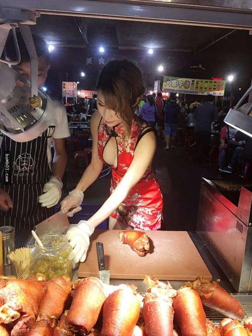Hot girl bán thịt xiên nướng TQ khiến quán ăn đông khách gấp bội - 8