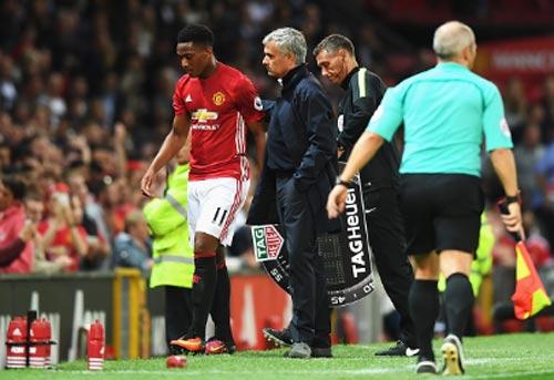 Kì lạ MU: Mourinho ngại dùng Martial vì sợ mất tiền - 2