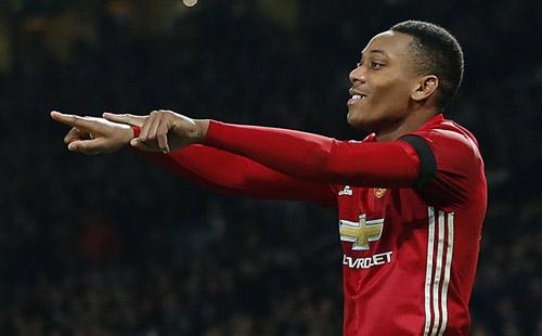 Kì lạ MU: Mourinho ngại dùng Martial vì sợ mất tiền - 1