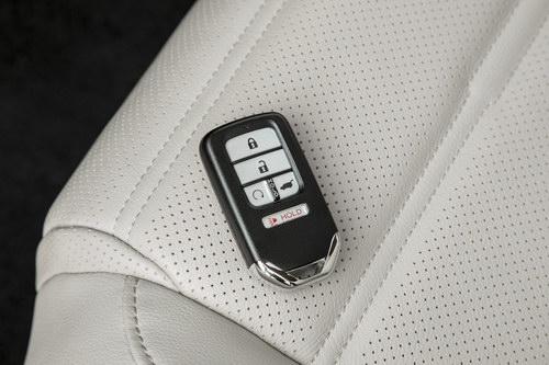 Honda CR-V 2017 có giá khởi điểm 568 triệu đồng - 9