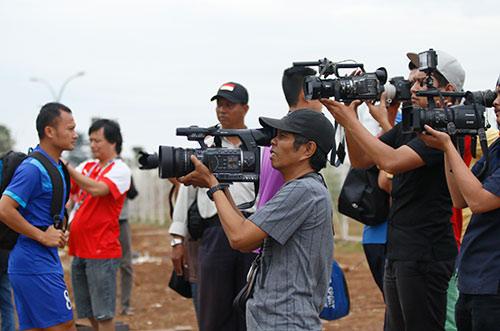 ĐTVN: Hữu Thắng làm 100 phóng viên ở Indonesia bất ngờ - 1