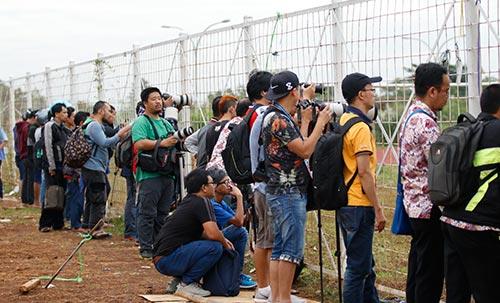 ĐTVN: Hữu Thắng làm 100 phóng viên ở Indonesia bất ngờ - 8