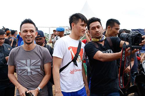 ĐTVN: Hữu Thắng làm 100 phóng viên ở Indonesia bất ngờ - 9