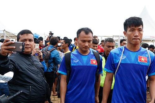 ĐTVN: Hữu Thắng làm 100 phóng viên ở Indonesia bất ngờ - 10