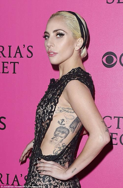 Hot girl Hollywood khoe body táo bạo với đầm xuyên thấu - 4