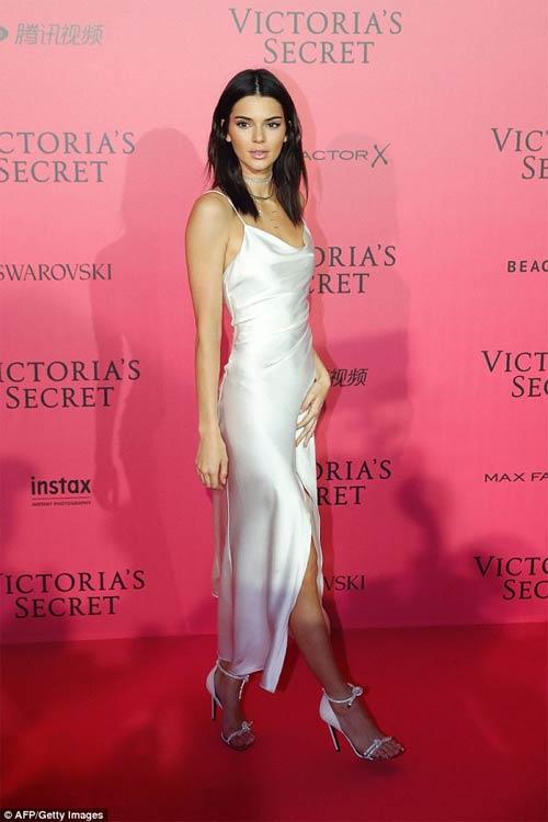 Hot girl Hollywood khoe body táo bạo với đầm xuyên thấu - 11