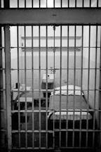 Ba tù nhân vượt ngục giữa đảo hoang bằng… thìa - 5