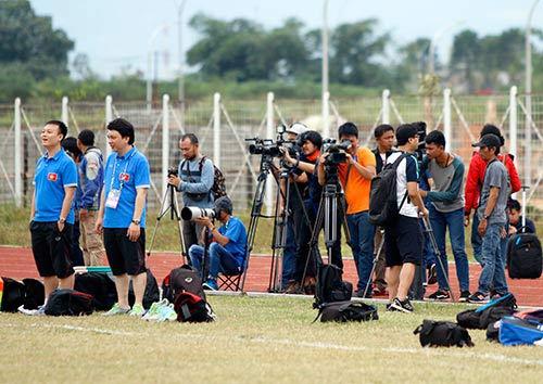 Fan Indonesia dự đoán Công Vinh sút tung lưới đội nhà - 3