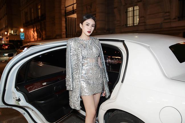 """Ngọc Duyên, Lê Hà """"cưỡi"""" limousine dự show Victoria's Secret - 2"""