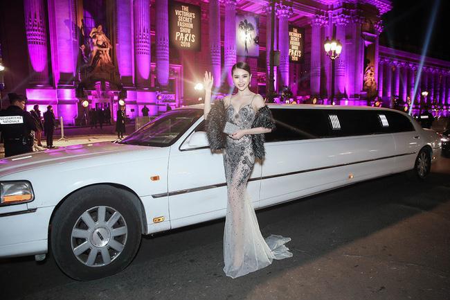 """Ngọc Duyên, Lê Hà """"cưỡi"""" limousine dự show Victoria's Secret - 4"""