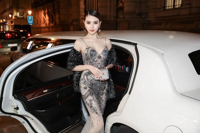 """Ngọc Duyên, Lê Hà """"cưỡi"""" limousine dự show Victoria's Secret - 5"""