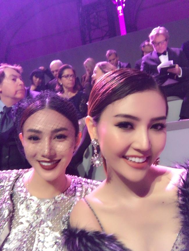 """Ngọc Duyên, Lê Hà """"cưỡi"""" limousine dự show Victoria's Secret - 7"""