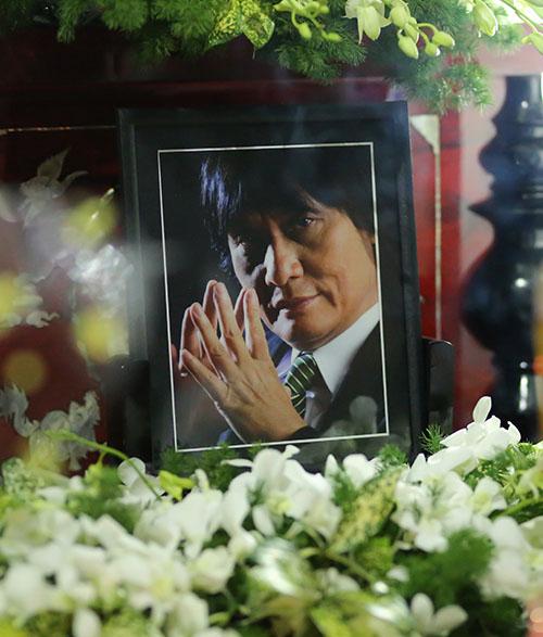 Sao Việt oà khóc nức nở tại lễ viếng NSƯT Quang Lý - 1