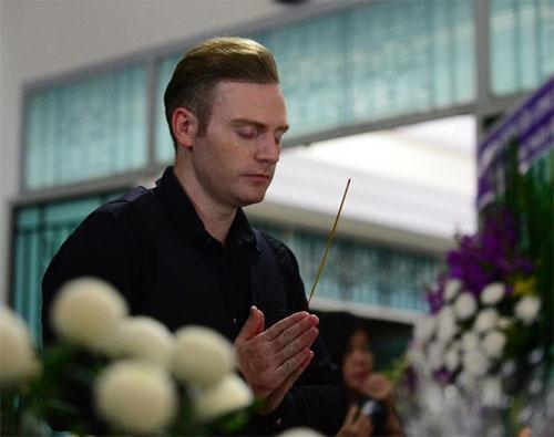 Sao Việt oà khóc nức nở tại lễ viếng NSƯT Quang Lý - 4