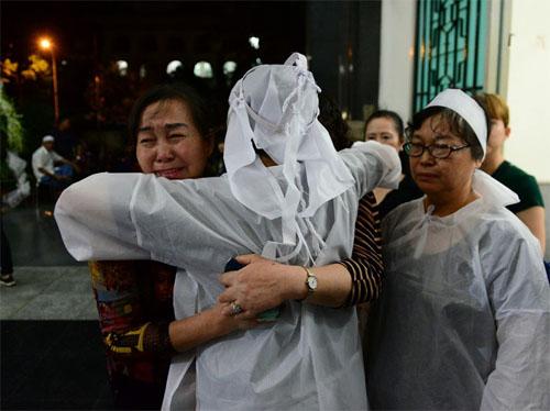 Sao Việt oà khóc nức nở tại lễ viếng NSƯT Quang Lý - 7