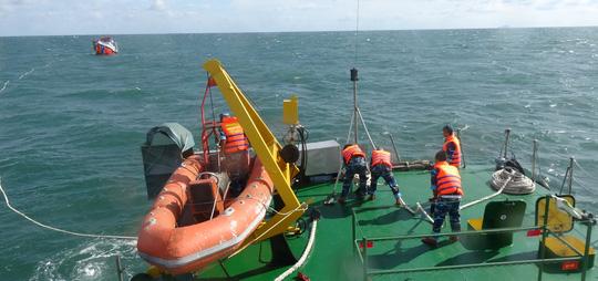 Cảnh sát biển cứu 10 thuyền viên ở vùng biển Phú Quốc - 2