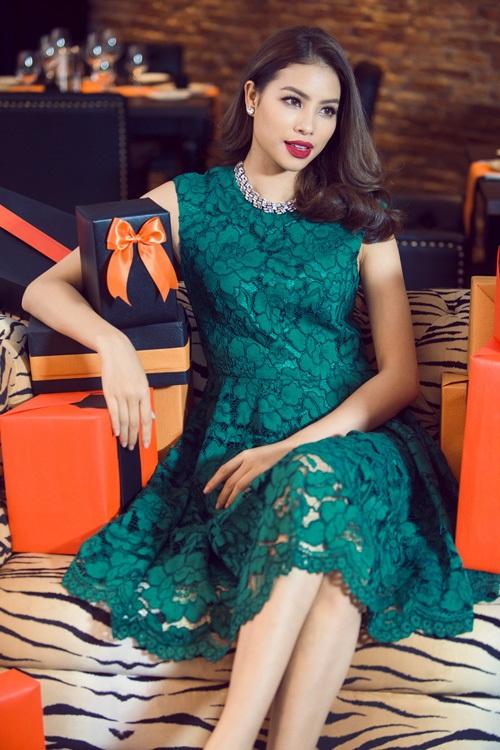 Hoa hậu Phạm Hương diện tông màu nóng đón Giáng sinh sớm - 6