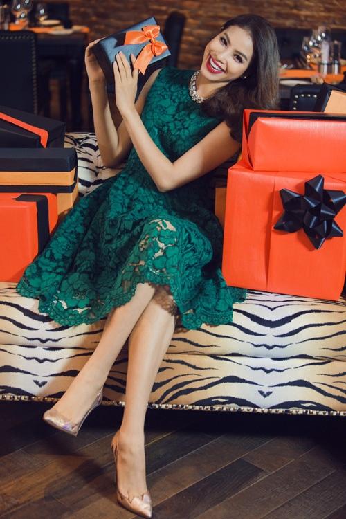 Hoa hậu Phạm Hương diện tông màu nóng đón Giáng sinh sớm - 7