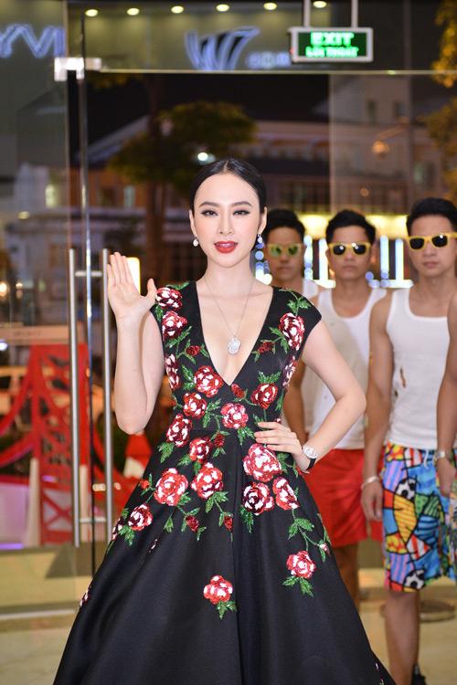 Choáng với dàn vệ sĩ màn ảnh quần đùi áo hoa của Phương Trinh - 5