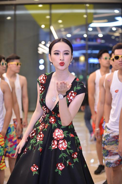 Choáng với dàn vệ sĩ màn ảnh quần đùi áo hoa của Phương Trinh - 4