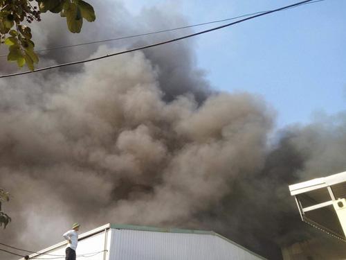 Hà Nội: Cháy dữ dội ở KCN Ngọc Hồi - 2