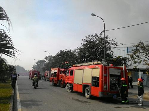 Hà Nội: Cháy dữ dội ở KCN Ngọc Hồi - 3