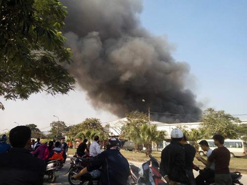 Hà Nội: Cháy dữ dội ở KCN Ngọc Hồi - 1