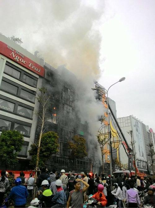 Cháy quán karaoke 13 người chết: Sẽ kỷ luật thêm nhiều cán bộ - 1