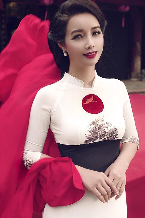 Mai Thu Huyền gây ấn tượng với áo dài họa tiết di sản - 5