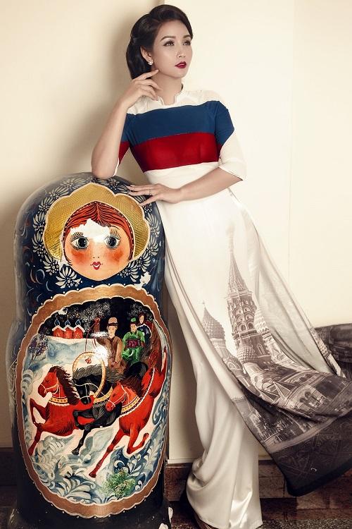 Mai Thu Huyền gây ấn tượng với áo dài họa tiết di sản - 8