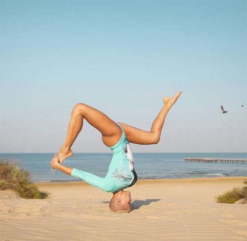 Mẹ 3 con khoe thế Yoga như cao thủ Thiếu Lâm - 7