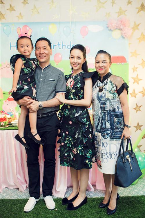 Bị tố bỏ bê con, Linh Nga nuôi dạy con gái ra sao? - 6