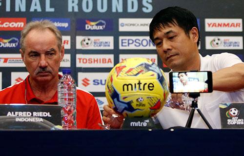 Bán kết AFF Cup: Riedl nổi giận, Hữu Thắng bản lĩnh - 2