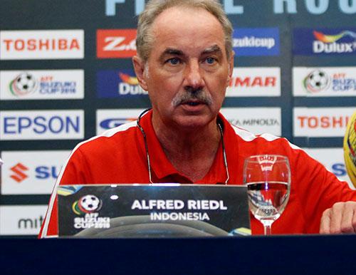Bán kết AFF Cup: Riedl nổi giận, Hữu Thắng bản lĩnh - 4