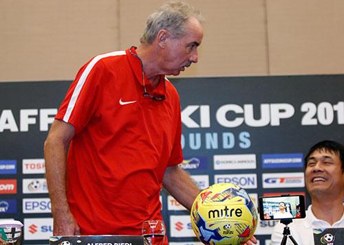 Bán kết AFF Cup: Riedl nổi giận, Hữu Thắng bản lĩnh - 5