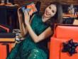 Hoa hậu Phạm Hương diện tông màu nóng đón Giáng sinh sớm
