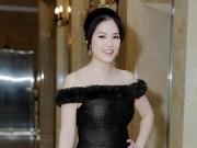 Dương Cẩm Lynh gợi cảm sau 1 tháng sinh con