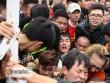 """Mỹ Đình """"vỡ trận"""", fan kiệt sức săn vé Việt Nam - Indonesia"""