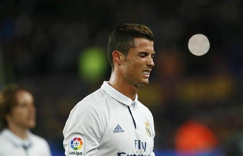 Phía Ronaldo tuyên bố: Không trốn thuế, sợ gì tù tội - 1