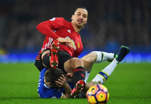 """""""Nuốt đắng"""" quả 11m, Mourinho nói MU đá hay hơn - 3"""