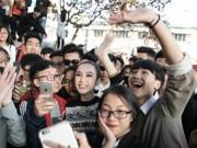 Học sinh Hạ Long quây kín Angela Phương Trinh